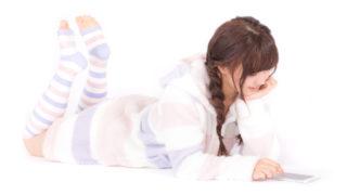 【ゲーマー必見!】寝ながらゲームできる神アイテム5選(メガネ・アーム・まくら・ゲーミングチェア・人をダメにするソファー)